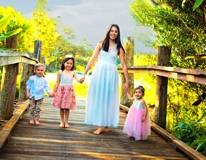 pastels on the bridge-family portrait-Gold Coast