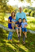 FAMILY PORTRAITS GOLD COAST-Family of 4 dressed in blues Eco Village